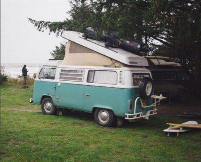 Aménagement d'un lit relevable dans un van