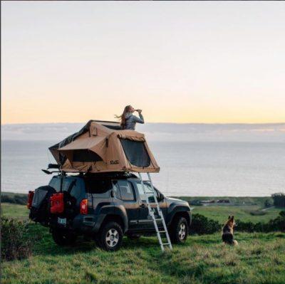 Aménagement d'une tente de toit pour un van