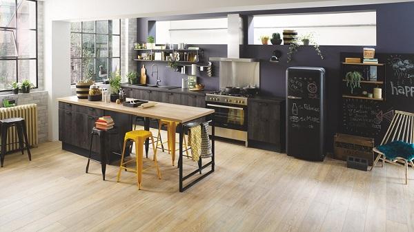 Cuisine noire en bois de style industriel