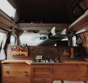 cuisine intérieure d'un van
