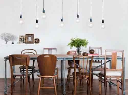 chaises dépareillées avec le même style