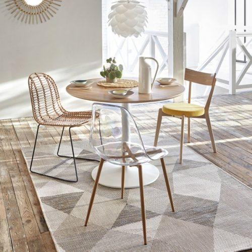 chaises dépareillées avec style différents
